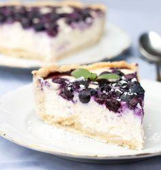 Cheesecake robiola to blacks blueberries - Se amate i cheesecake e vi piace sperimentarne le farciture, non potete perdervi questo golosissimo Cheesecake di robiola ai mirtilli neri! ✫♦๏༺✿༻☘‿TU Aug ‿❀🎄✫🍃🌹🍃🔷️❁`✿~⊱✿ღ~❥༺✿༻🌺♛༺ ♡⊰~♥⛩⚘☮️❋ Blueberry Cheesecake, Cheesecake Recipes, Dessert Recipes, Brownies Cheesecake, Italian Desserts, Italian Recipes, Finnish Recipes, Bakery Recipes, Cooking Recipes
