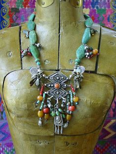 Awesome tribal jewelry. Wish I could make this