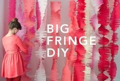 DIY Big Fringe Garland Here is a party idea that could be used for decorations, a photobooth, or even hung as garlands. Big curtains of fringe can make a huge impact and are so easy to make. Party Fiesta, Festa Party, Party Party, Party Ideas, Party Cups, Party Shop, Ideas Fáciles, Big Party, Decor Ideas
