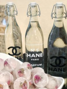 Check out these ideas for a Coco Chanel themed birthday party! We've got a Chanel Birthday cake and other desserts as well as Chanel decor like a backdrop! 25th Birthday Ideas For Her, 25th Birthday Parties, Adult Birthday Party, 17th Birthday, Birthday Party Decorations, Birthday Party Ideas For Adults, Circus Birthday, Circus Party, Birthday Celebration