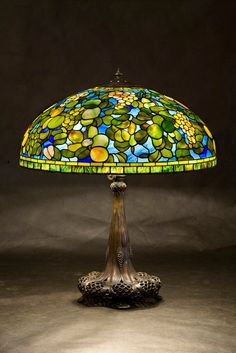 Most designers agree: few elements of your decor can change the overall mood and feel of your home like your choice in lighting. Tiffany Lamps, Tiffany Art, Antique Lamps, Vintage Lamps, Stained Glass Patterns Free, Stained Glass Lamp Shades, Lampe Art Deco, Chandeliers, Glass Design