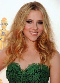 Scarlet Johansson love these curls