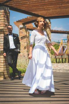 Beauty bride Dancing, White Dress, Bride, Wedding, Beauty, Dresses, Fashion, Wedding Bride, Valentines Day Weddings