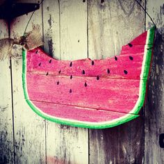 He encontrado este interesante anuncio de Etsy en https://www.etsy.com/es/listing/229938993/watermelon-door-hanger-summer-door