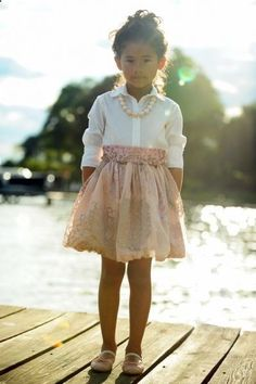 Love this dress and the pearls complete this perfectly~sew lati