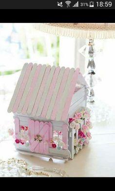Casita rosa con palitos de madera. Palitos de madera. Palitos de helado. Casa para nena