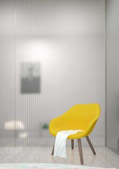 Appartement T / Paroi de polycarbonate, chaise jaune / Polycarbonate wall, yellow chair