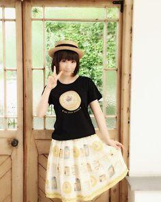 夏休み企画その21♪ 今日の発売♪ 声優アニメディア連載撮影の時の写真です♪ 黒!Tシャツ!珍しい!(笑) 麦わらのユイです(笑) . . . . . . . . . 『…