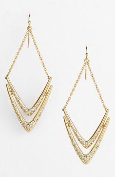 Beautiful drop earrings http://rstyle.me/n/mq37vnyg6