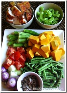 I was very intrigue in making a Ilocano Pinakbet (vegetables/pork or fish/fish bagoong, boiled in its own juices) for a long time. Filipino Recipes, Asian Recipes, Filipino Dishes, Pinakbet Recipe, Pilipino Food Recipe, Phillipino Food, My Favorite Food, Favorite Recipes, Pinoy Food