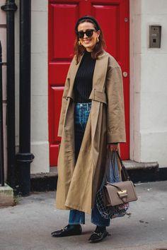 Gabardinas en la semana de la moda de Londres, London fashion week. © Jonathan Daniel Pryce/ @garconjon