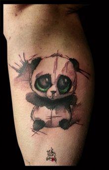 Photo de tatouage: Mignon Panda Aquarelle categorie Style Divers Panda/mignon/Aquarelle/Croquis/Noir et gris/Couleur/Taches/Lanj/Lassaut/Born 2 tattoo/