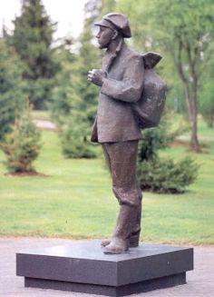 Kauppaneuvos Heikki Huhtamäen patsas Garden Sculpture, Childhood, Outdoor Decor, Museum, Infancy, Childhood Memories