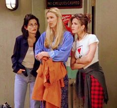 girl friends mean the world to her Best Picture For jennifer aniston looks For Your Taste You ar Friends Tv Show, Friends Mode, Tv: Friends, Serie Friends, Friends Cast, Friends Moments, Friends Forever, Friends Phoebe, Monica Friends