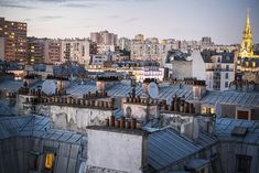 List of the best rooftop bars, restaurants and hotels in Paris are right here. Enjoy lunch, dinner or cocktails with a panoramic views of. Paris Hotels, Best Restaurants In Paris, Restaurant Paris, Rooftop Restaurant, Rooftop Paris, Oh The Places You'll Go, Places To Visit, Tour Saint Jacques, Paris Bars