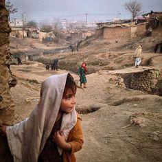 Sayma Naseeb, a 4-year-old Afghan refugee living in a slum in Pakistan. #dailylife #refugees #everydayrefugees #refugeecrisis #muhammedmuheisen #iphoneonly