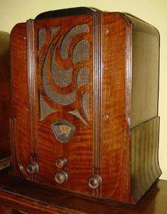 Stewart Warner 1252 Tombstone Radio (1933)