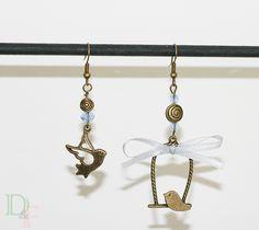 Boucles d'oreilles couple d'oiseaux amoureux bleu ciel. Earrings lover birds. http://divine-et-feminine.com/fr/boucles-d-oreilles/101-boucles-d-oreilles-couple-oiseaux-amoureux.html