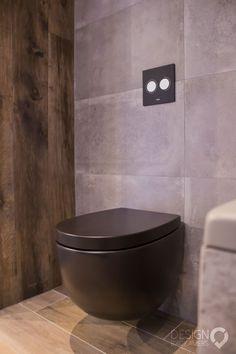 Mat zwart toilet en Kerlite tegels   #design_badkamers_breda #breda_design_badkamers