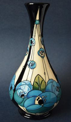 Moorcroft Pottery Rennie Rose Blue Rachel Bishop Inspired by Charles Rennie Mackintosh Glass Ceramic, Ceramic Pottery, Pottery Art, Ceramic Art, Arts And Crafts Storage, Advanced Ceramics, Art Deco Pattern, Sand Crafts, Art Nouveau Design