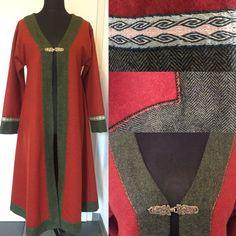 Beautiful coat of pure new wool Medieval, Birka, Viking, Vikings Beautiful coat of pure new wool Med Viking Garb, Viking Dress, Viking Costume, Medieval Costume, Norse Clothing, Medieval Clothing, Historical Clothing, Vikings Fancy Dress, Medieval Dress Pattern