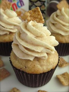 Cinnamon Toast Crunch cupcakes - I'm going to make these for my daughter for dessert tonight because she's the best and she loves cinnamon and cupcakes. Beaux Desserts, Köstliche Desserts, Delicious Desserts, Yummy Food, Cupcake Recipes, Cupcake Cakes, Dessert Recipes, Top Recipes, Cupcake Ideas