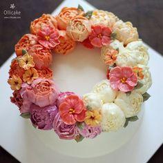 Done by student  #buttercreamflowercake #flowercupcake #koreanstylecake #ollicake #olliclass #olligram #blossom #bouquet #wreath #weddingcake #partycake #cottagegarden #버터크림플라워케이크 #올리케이크 #올리클래스 #케익스타그램 #꽃스타그램 #코티지가든 #동편마을 #since2008  www.ollicake.com ollicake@naver.com