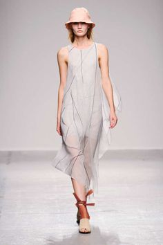 Christian Wijnants Ready-to-Wear Collection Spring/Summer 2015