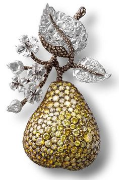 MICHELLE ONG - Carnet, Pear Clip with white, fancy vivid and intense yellow and brown diamonds in platinum and gold. Picture c/o The Jewellery Editor.