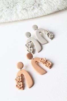 Polymer Clay Art, Handmade Polymer Clay, Polymer Clay Earrings, Diy Earrings, Earrings Handmade, Handmade Jewelry, Flower Earrings, Diy Clay, Clay Creations