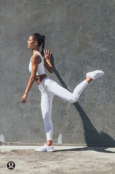 Yoga Clothes : Swing time before run time. Yoga Outfits, Cute Workout Outfits, Workout Attire, Workout Wear, Fitness Photography, Sport Photography, Photography Ideas, Poses, Estilo Fitness