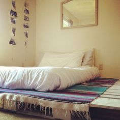 Pallet board bedroom. Very simple and beatnik. Looks suprisingly comfy too