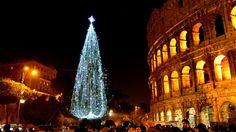 El Coliseo romano también está decorado con un gran árbol navideño
