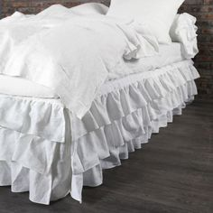 Find a wide range of luxury linen bed sheets & much more only at Linenshed. We have been wrapping the world in the softest, most refined fabric, pure flax linen. Matching Bedding And Curtains, Ruffle Bedding, Linen Bedding, Bed Linens, Diy Design, Fitted Bed Sheets, Bedding Sets Online, Comforter Sets, King Comforter