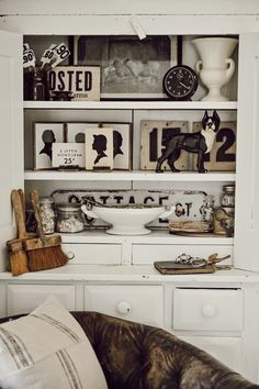 How To Display Collections: Monochromatic Styling Fresh Farmhouse, Farmhouse Decor, Farmhouse Ideas, Vintage Farmhouse, Farmhouse Style, Home Decor Styles, Home Decor Accessories, Monochromatic Room, Bookshelf Styling