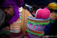 31-Flower-Hmong-Baby-Carrier-Bac-Ha-Market-Vietnam1.jpg (800×533)