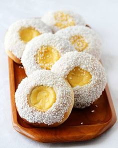 Olaboller i mitt Jessheim-❤ Nye bilder tatt til den nye boka mi om søt gjærbakst. Ønsker deg en deilig helg 😘 #arveligbelastet #lørdag #saturday #baking #buns #sweetbread #sweetbun #custard #pastrycreme #marthabakes #bakersdaughter #kremno #heresmyfood @food #onmyplate #foodstyling #buzzfeedfood #foodfluffer #cupcakeproject #huffposttaste #godtno #matbloggsentralen #kremno