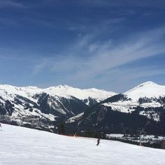 The montains are calling! ☀️🎿🏂 As montanhas estão chamando! Dia lindo pra esquiar!! 😍💙❄️🏂🎿 #austria #skifahren #viagemjovem #hochkrimml #montains #snow Austria, Snow, Mountains, Nature, Travel, Beautiful Day, Road Maps, Destinations, Ski
