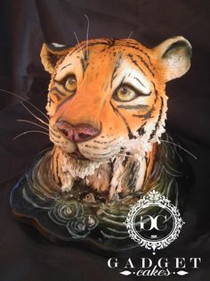Tiger looking up cake by Gadget Cakes