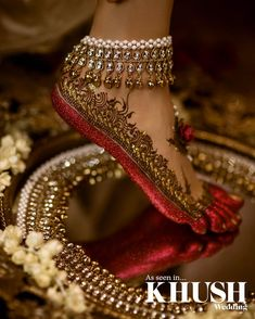 Gorgeous bridal leg mehndi or henna design with altha. Bridal anklet or payal. Mehndi Designs, Jewellery Designs, Indian Jewellery Design, Designer Jewellery, Fashion Jewellery, Gold Jewellery, Bridal Gallery, Bridal Henna, Schmuck Design