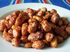 Cacahuates garapinados (candied peanuts) - make or just by in bulk in Progresso and pass out in little muslin baggies Candied Peanuts Recipe, Nachos, Guacamole, Peanut Recipes, Mexican Food Recipes, Ethnic Recipes, Frozen Meals, Rice Krispie Treats, Creative Food