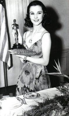 ちょるす (黄哲秀)さん (@cheol_soo_hwang) / Twitter Old Hollywood Glamour, Golden Age Of Hollywood, Vintage Hollywood, Hollywood Stars, Classic Hollywood, Hollywood Divas, Hollywood Icons, Vintage Glamour, Scarlett O'hara