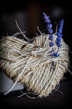 porta alianzas corazon diy con cuerdas y lavanda