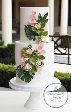 The Chic Technique: Two-tiered tropical wedding cake. #stunningweddingcakes