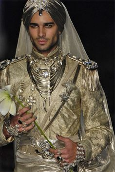 Again, jewelry and headdresses are common and popular in Persia and males wear lots of it not just women. This outfit in particular pops due to the gold accents along with the bright jewels.
