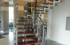 Модульная лестница на цепном косоуре. Спроектирована и изготовлена компанией TitaniumStairs (Киев, Украина)