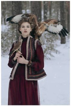 Russian Photographer Takes Stunning Fairytale Images With Wild Animals | SmokingDesigners