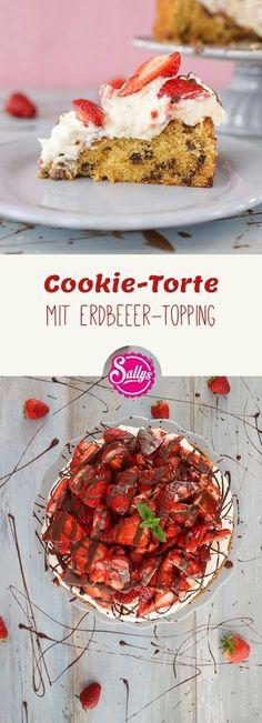 Du liebst Cookies und Erdbeeren? Dann bereite diese Cookie-Torte mit Erdbeeren zu. Der saftige Boden enthält knackige, backfeste Schokoladenstücke und wird mit einer Quarksahne bestrichen und reichlich mit Erdbeeren belegt.