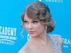 10 penteados com ondas para noivas vintage Taylor Swift, Hair Beauty, Fashion, Vintage Groom, Make Up, Fashion Beauty, Brides, Mariage, Whoville Hair