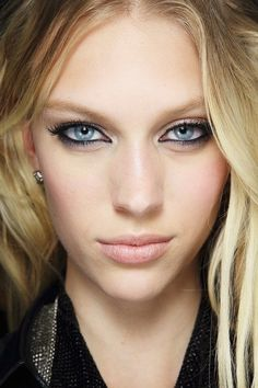 2014 - Bold Eyeliner: use jet black eyeliner, and remember to keep the rest of your makeup simple - no orange lips here!